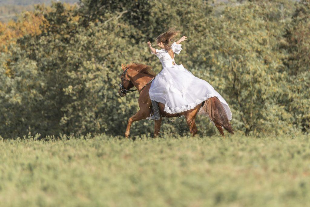Braut Brautkleid Reiten Pferd Homburg